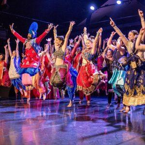 clases de bhangra grupo bailando