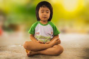 peque meditando